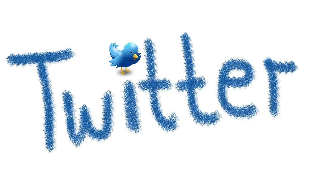 ブルーの文字で書かれたTwitterの文字とブルーのツイッターバード