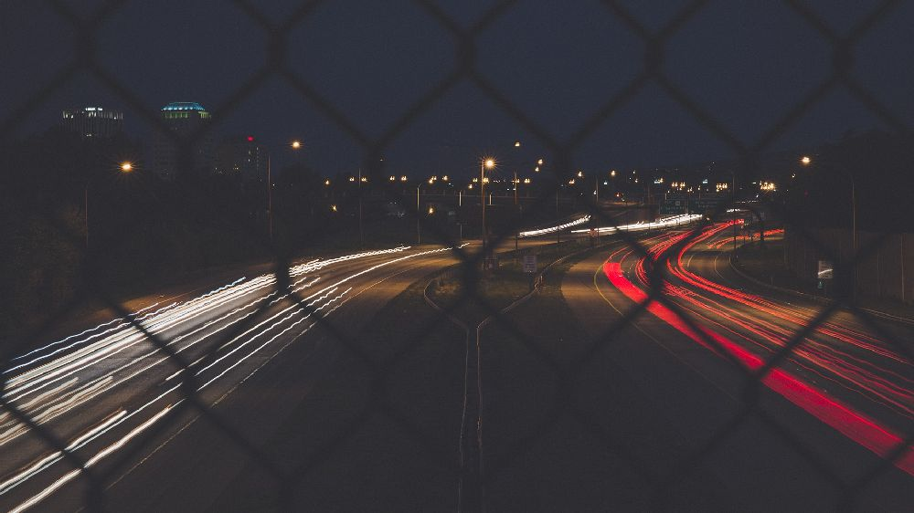 歩道橋から見た夜の高速道路
