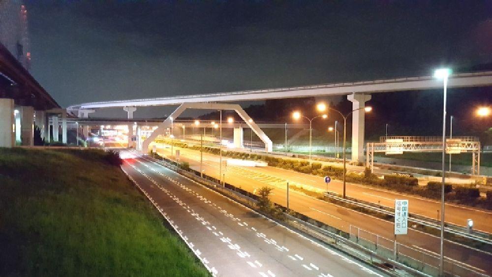 大阪府吹田市の深夜の中央環状線