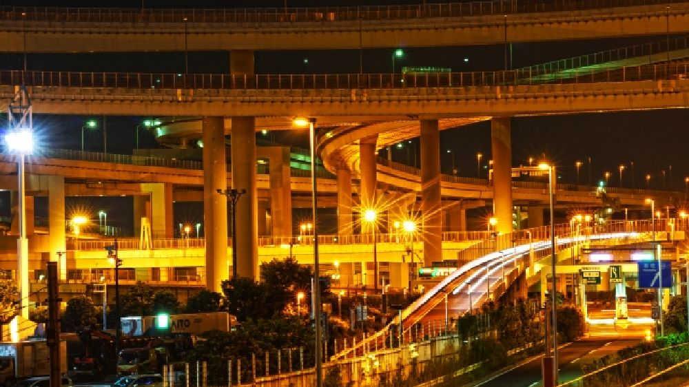 大阪市鶴見区の夜の高速道路