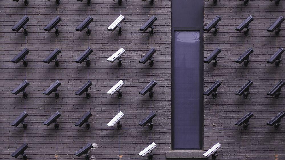 たくさんのセキュリティカメラ