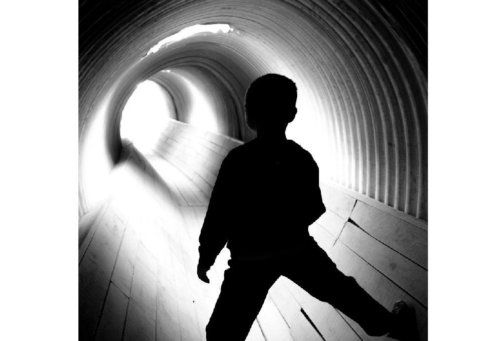 いじめと言う名のトンネルに迷い込んだ少年の後姿