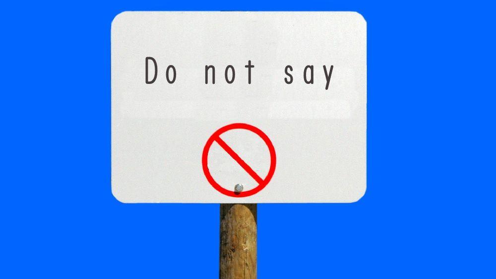 「Do not say」と書かれた看板
