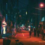 深夜の人気が少なくなった大阪市内の繁華街