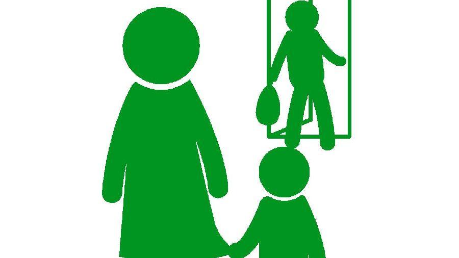 別居する家族の緑色シルエット