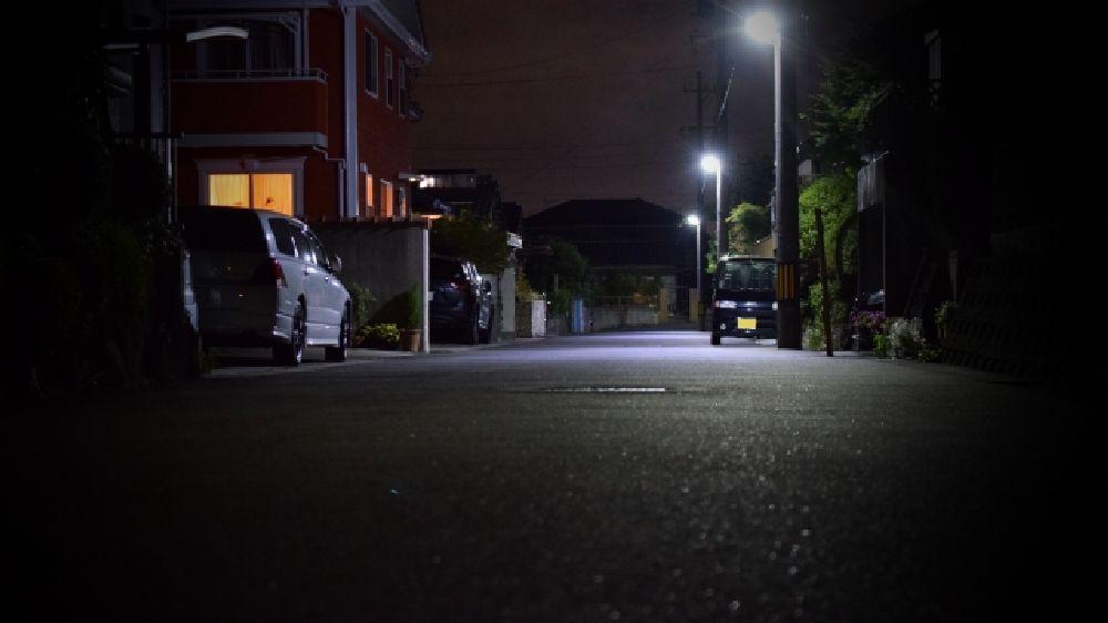 大阪府松原市某所の深夜の住宅街です。