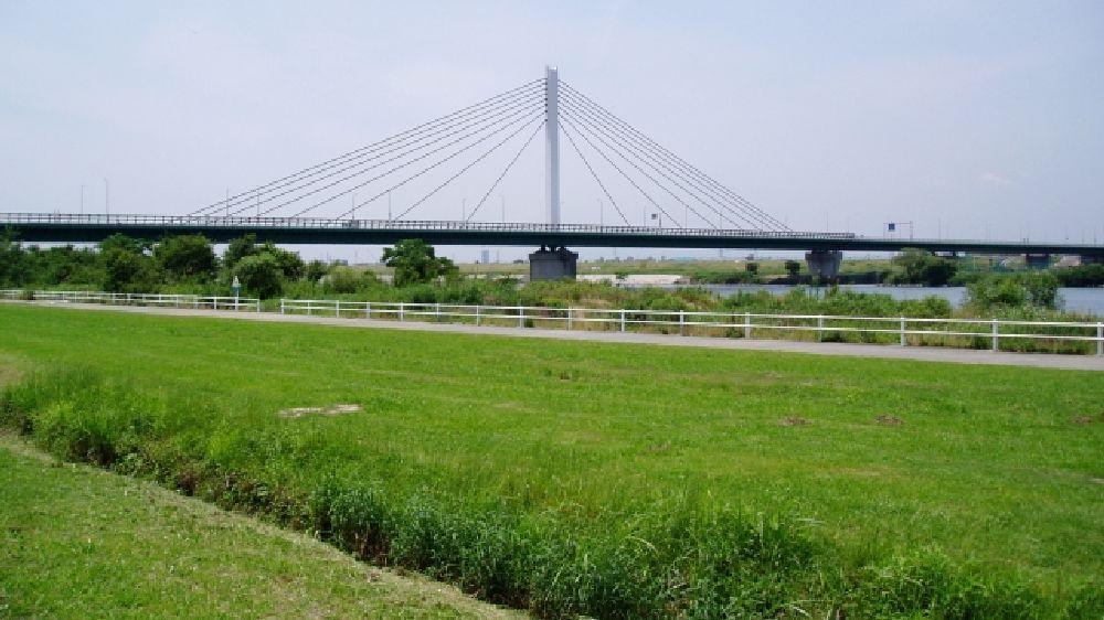 大阪府寝屋川市の鳥飼仁和寺大橋です。